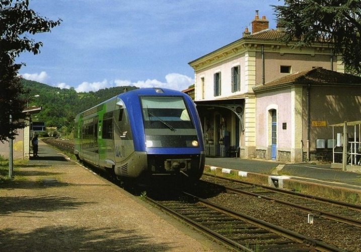 RU 0682 - Autorail X 73702 en gare - RETOURNAC - 43 - SNCF