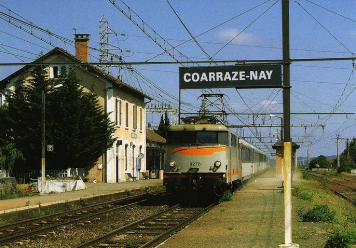 RU 0686 - Train - loco BB 9278 en gare - COARRAZE NAY - 64 - SNCF