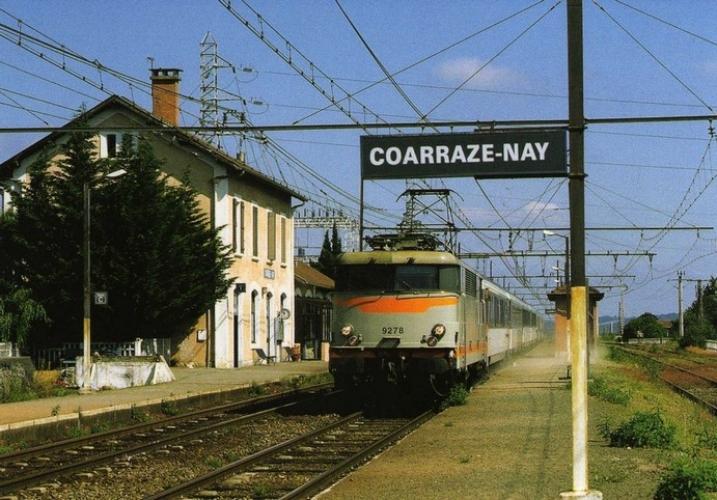 RU 0686 - Train - loco BB 9278 en gare - COARRAZE NAY - 64 - SNCF