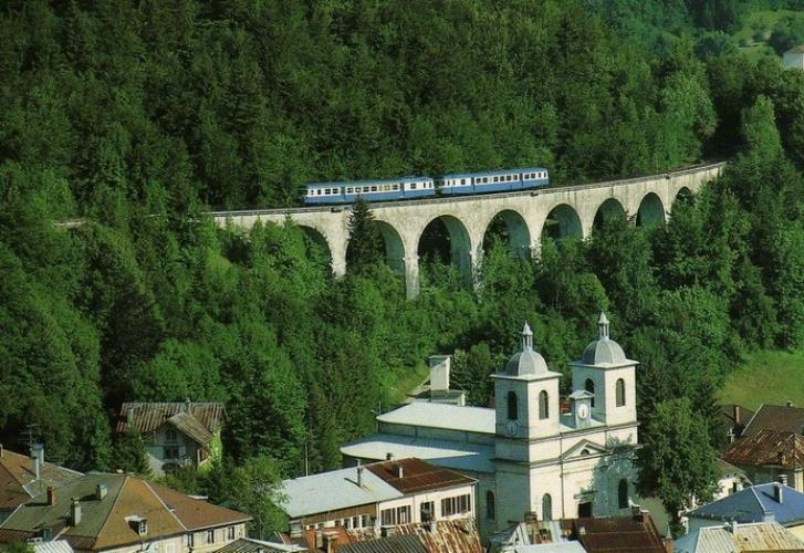 RU 0137 - Autorail X 2836 et X 2864 sur le viaduc - MORBIER - 39 - SNCF