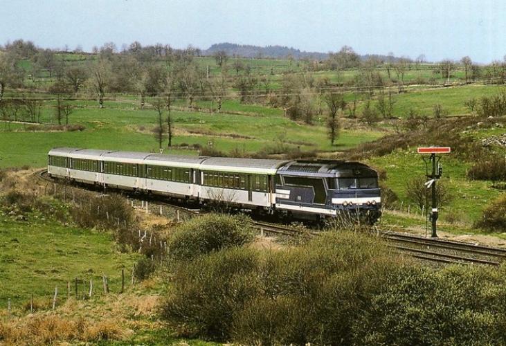 RU 0335 - Train le Cévenol - loco BB 67550 entrant en gare - SAINT-GEORGES-D'AURAC - 43 - SNCF