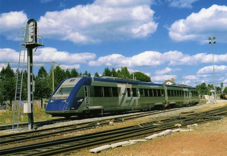 RU 0446 - Autorail X 72501 en gare - MEYMAC - 19 - SNCF