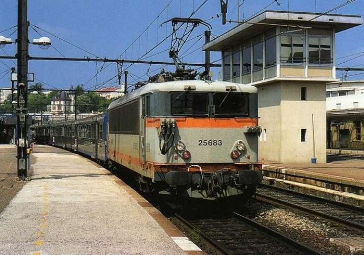 RU 0777 - Train - loco BB 25683 en gare - DIJON - Côtes d'Or 21 - SNCF