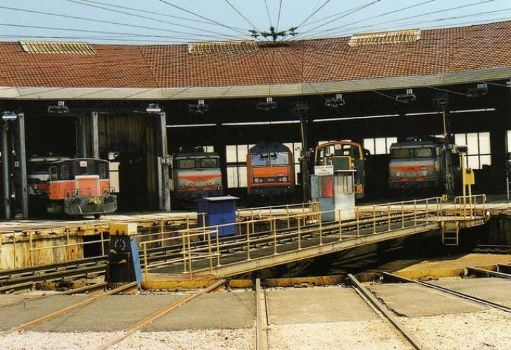 RU 0779 - Locos et locotracteurs au dépôt - DIJON PERIGNY - Côte d'Or 21 - SNCF