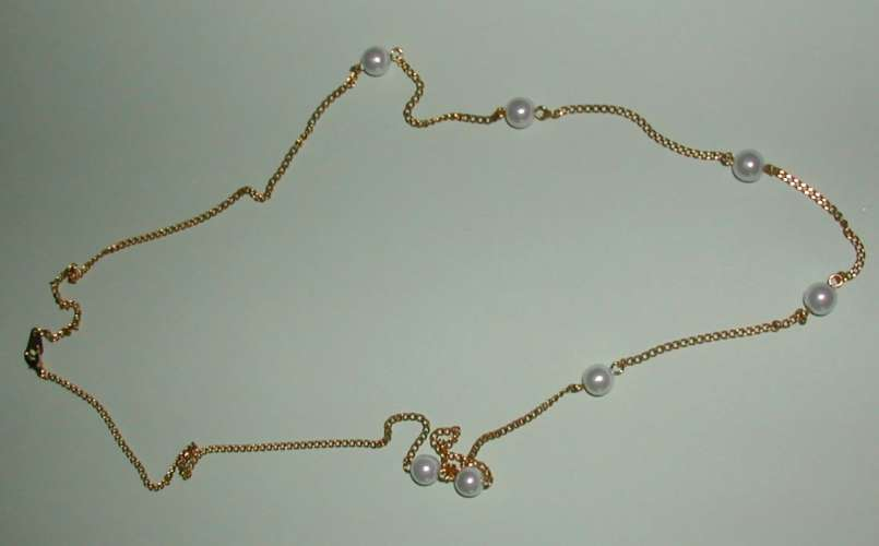 Collier plaqué or avec perles en décoration