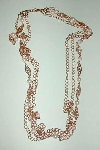Collier triple plaqué or avec perles en décoration