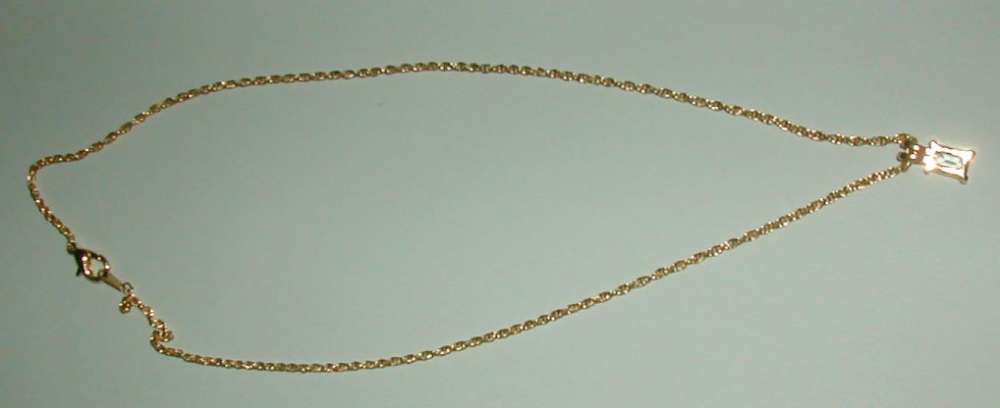 Collier plaqué or avec pierre en pendentif