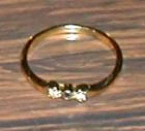 Bague plaquée or avec pierres incrustées