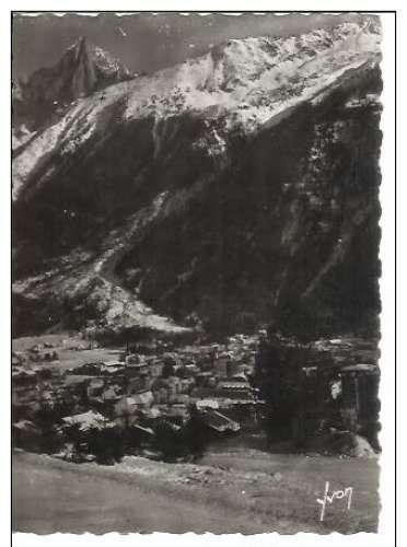 Cpsm 74 Chamonix , vue générale et l'aiguille verte , vierge