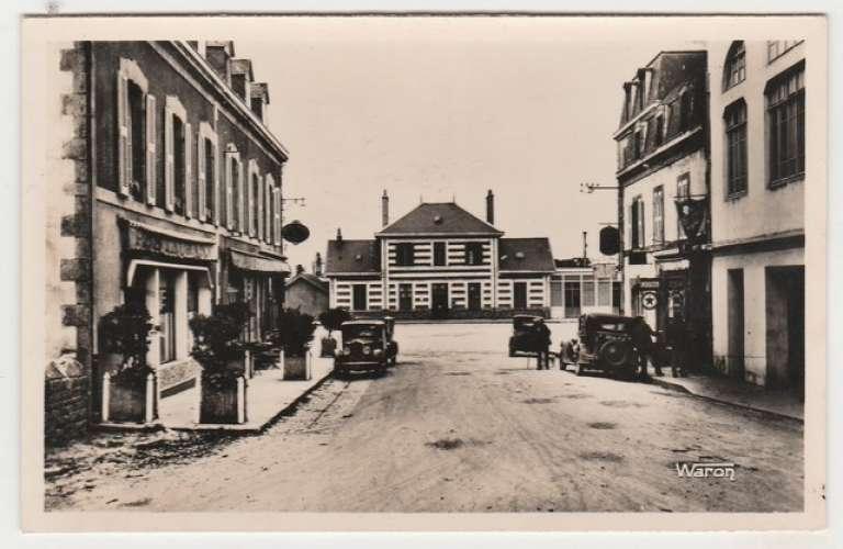 cpsm 29 Rosporden La Gare ( pompe à essence , vieilles autos )