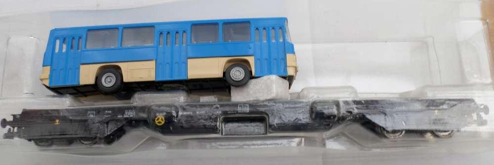 HO  - PIKO  - wagon plat avec autobus ikarus-DR