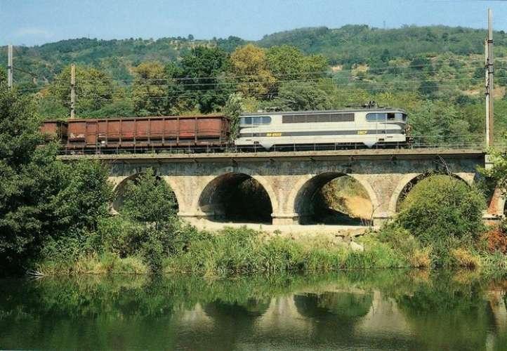 RU 0065 - Train - loco BB 9509 sur le pont de la Galure - SAINT-VALLIER - Drôme 26 - SNCF