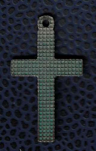 Crucifix avec pierres vertes