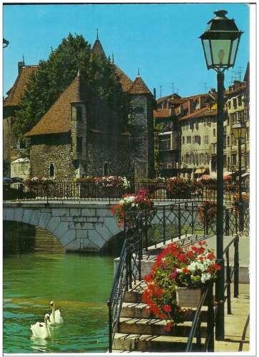 Cpsm 74 Annecy , Le Thioux et le palais de l'isle , voyagée 1977