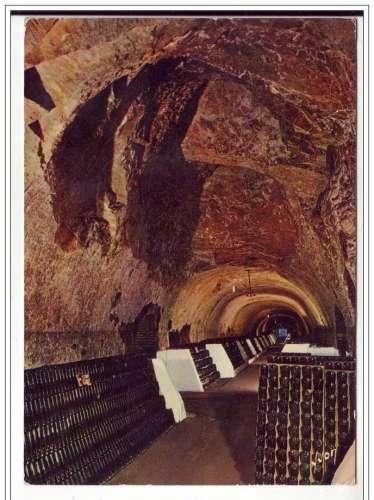 Cpsm 51 Epernay , Moët & Chandon  1 des 47 galeries spectaculaires ,écrite 1976