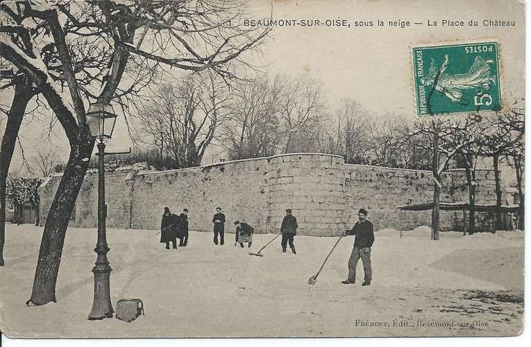 CPA - 95 - Beaumont-sur-Oise - Place du Château sous la Neige - Dos scanné