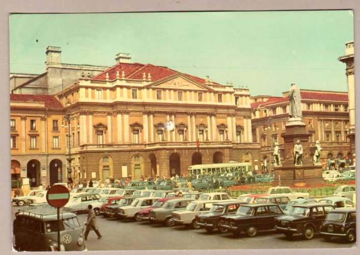 Italie - Milan Milano - Piazza della Scala Place - voitures bus VW cars - timbre 1968
