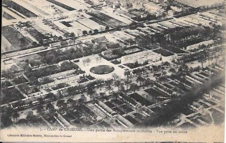 Cpa 51 Chalons sur Marne , baraquements militaires - vue d'avion , non voyagée