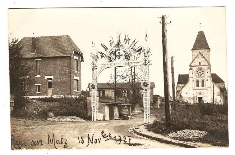 CARTE PHOTO ROYE SUR MATZ 13 NOVEMBRE 1927 - CÉRÉMONIE ÉGLISE DRAPEAU