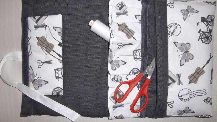 Trousse couture , pratique pour le voyage ,  fait main , 25 x 50  , port compris pour la France