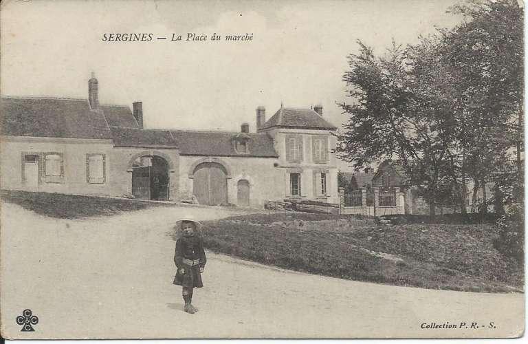 CPA - 89 - Sergines - Place du Marché - Dos scanné