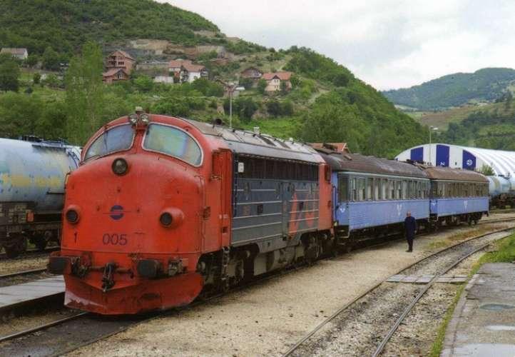 ART GTR 09 - Train - loco 005 en gare HANI I ELEZIT - Kosovo - HK