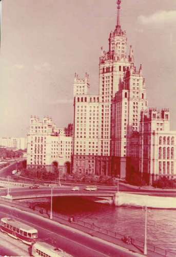 MOSCOU : Le grand immeuble du quai Kotelnitcheskaia - Affr Philatélique