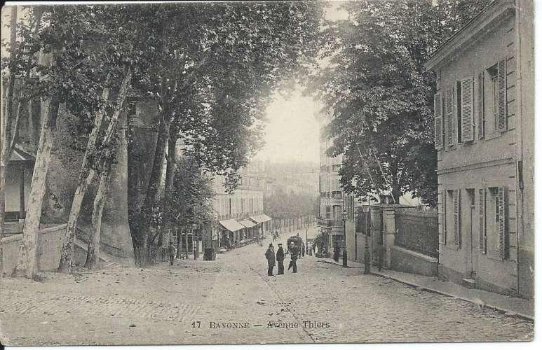 CPA - 64 - Bayonne - Avenue Thiers - Dos scanné
