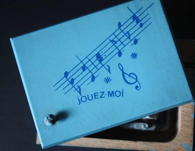 Boîte à musique en bois
