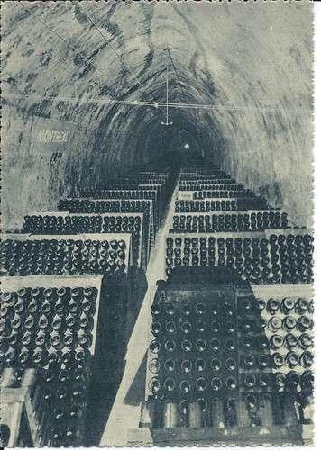 Lot de 10 CPM Champagne Pommery Reims avec pochette - Le dos scanné est représentatif du lot
