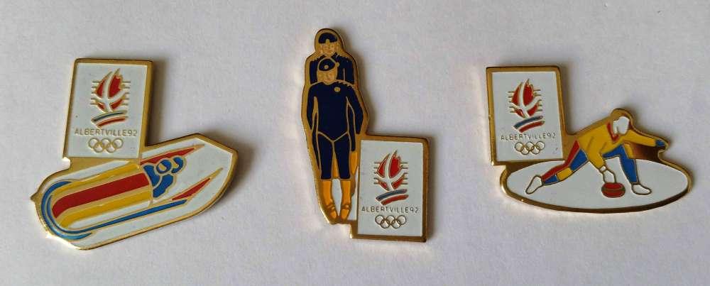 Lot 3 pin's Jeux Olympiques d'Hiver Albertville 1992 Bobsleigh Luge Curling Vendu au profit du site