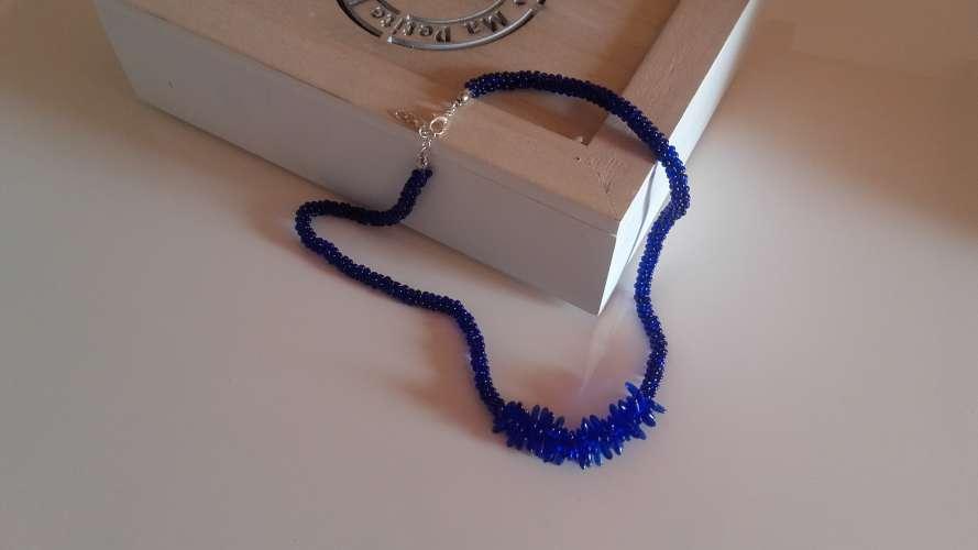 Collier bleu cobalt, tressé