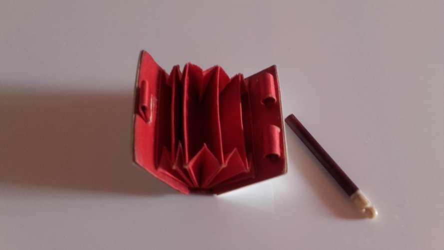 Petit livre miniature,pour timbres poste