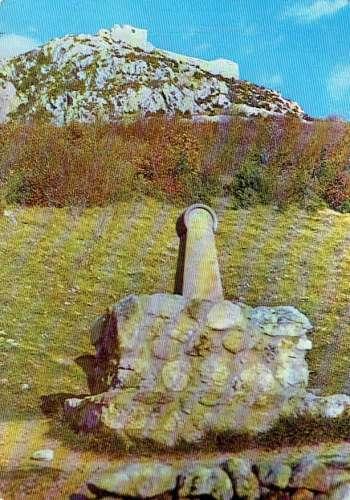 MONTSÉGUR : Le monument Cathare au pied du Château - Affr Philatélique