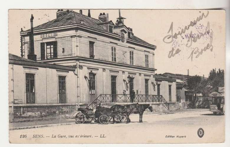 cpa 89 Sens la Gare vue extérieure ( tampon militaire )