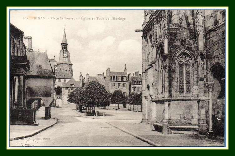 CPA Dinan Place St Sauveur Eglise et Tour de l'Horloge non écrite