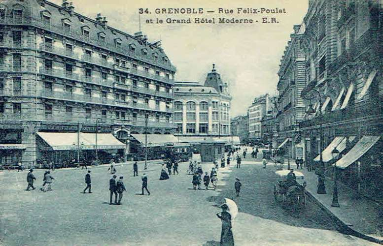 CPA  GRENOBLE : Rue Félix-Poulat et le Grand Hôtel Moderne
