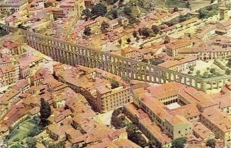 CPSM  SEGOVIA : Aqueduc romain