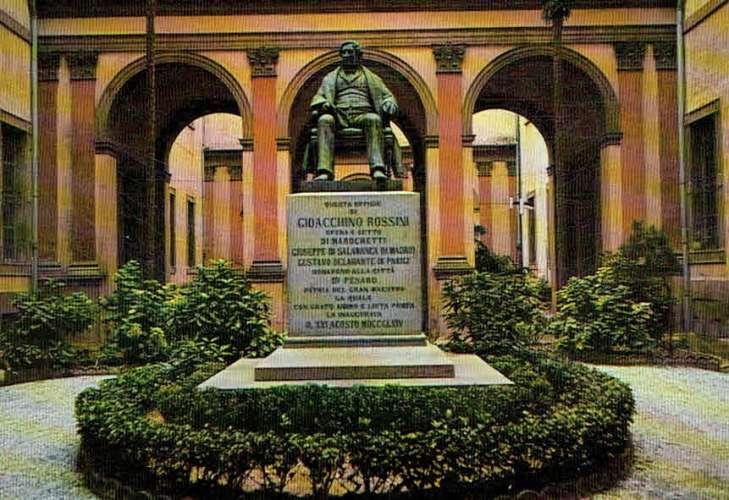 PESARO : Monument à Rossini