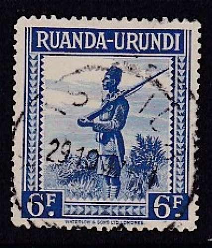 TIMBRE OBLITERE DU RUANDA-URUNDI - SOLDAT N° Y&T 142