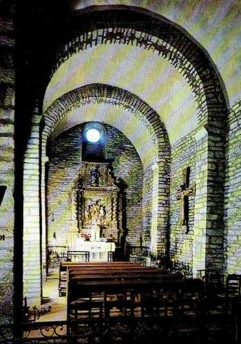 La TRINITÉ : Intérieur de l'église Romane