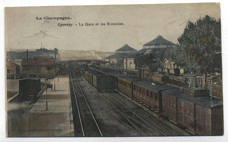 cpa  Epernay  intérieur de la gare et ses trains,  beau plan