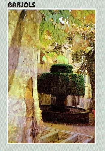 BARJOLS : Fontaine du Champignon