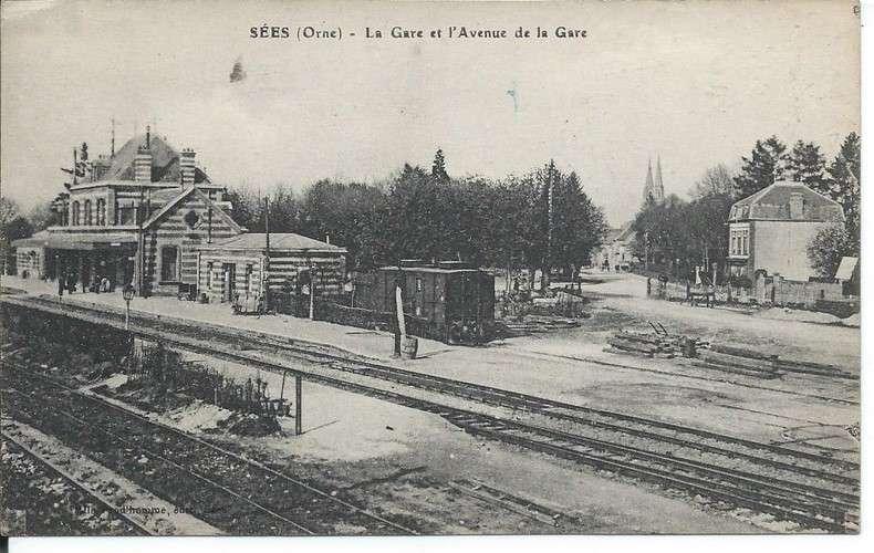 CPA - 61 - Sées - La Gare et l'Avenue de la Gare - Dos scanné