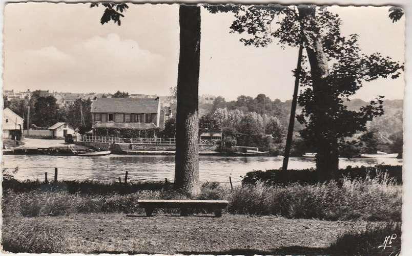 cpsm 78 Rosny-sur-Seine Guernes Vue du Parc du Château