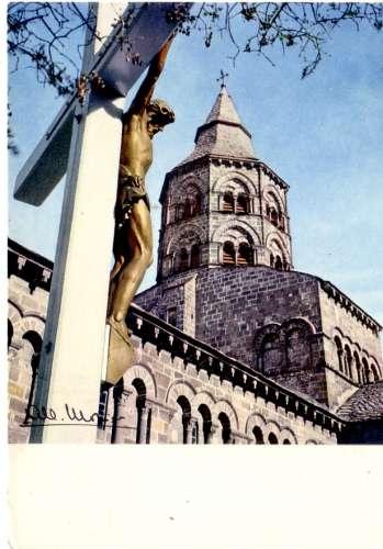Orcival  , église romane ( christ en croix