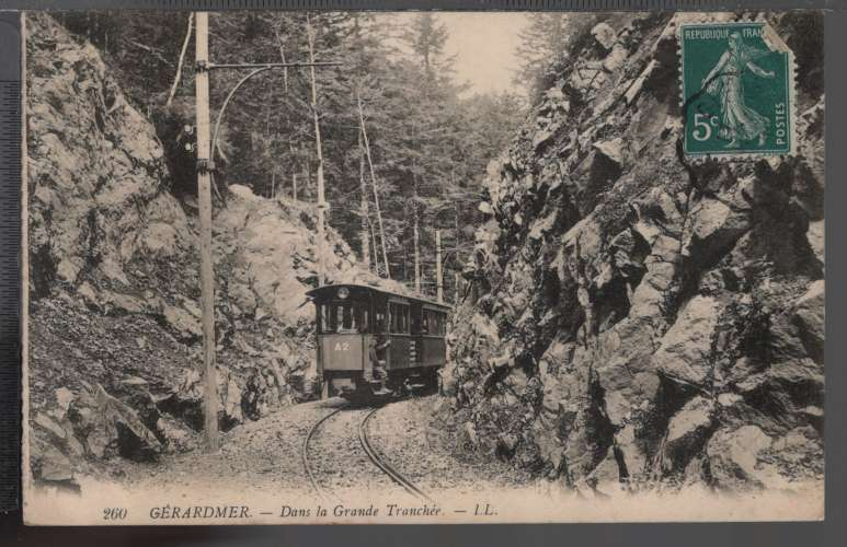 88 - GERARMER - Dans la Grande Tranchée - Tramway