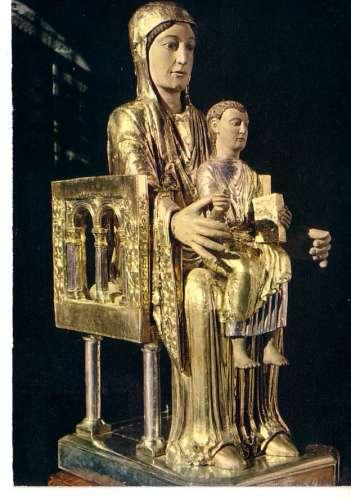 Orcival basilique Notre Dame magniifique Vierge en Majesté