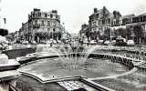 miniature CPSM  DEAUVILLE : La Place de Morny et la Rue Désiré Le Hoc - Photo véritable